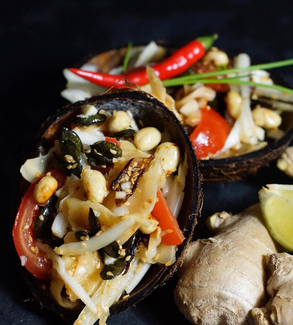 Knuspriger Ingwersalat aus Myanmar cooking is a journey