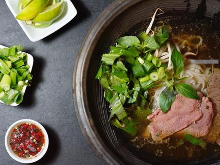 Pho Bo - vietnamesische Nudelsuppe mit Rindfleisch