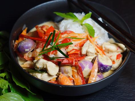 Gaeng Ped Gai - Rotes Thai-Curry mit Hühnchen
