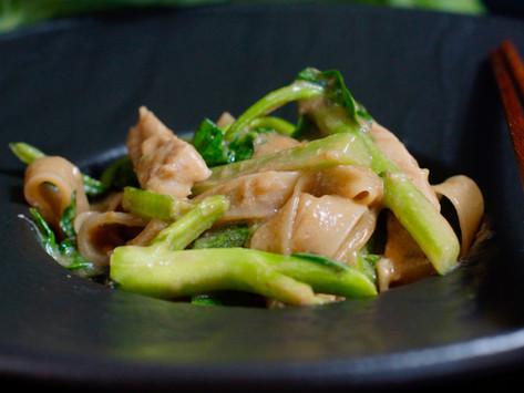 Raad Na Moo - Reisnudeln mit Schweinefleisch in dicker Sauce