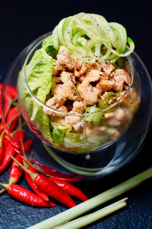 Laab Gai: Lauwarmer Hähnchensalat aus Südostasien