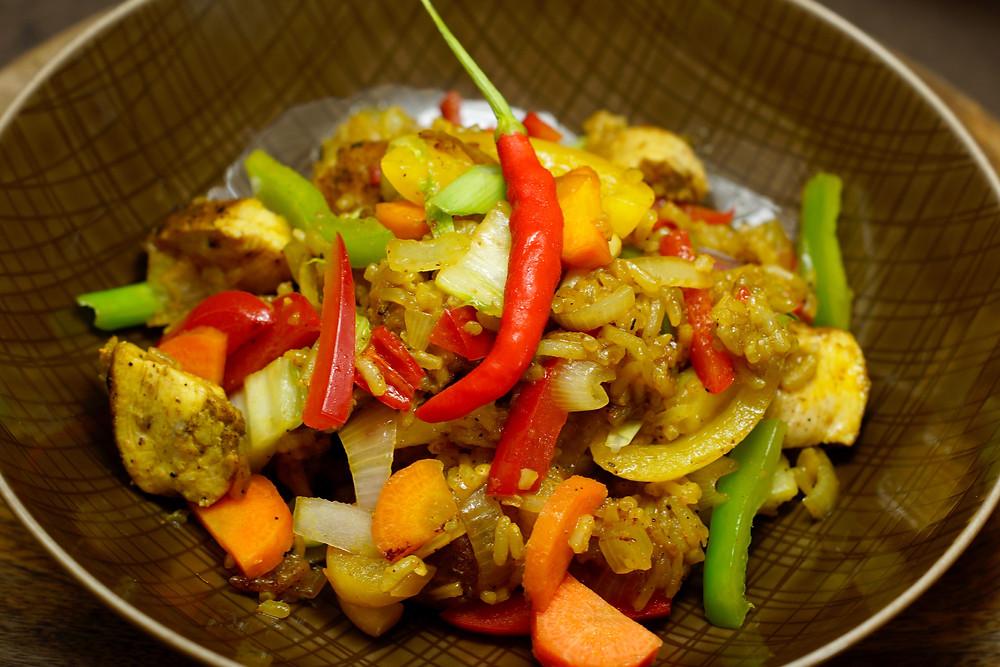 Nasi Goreng mit Hühnchen