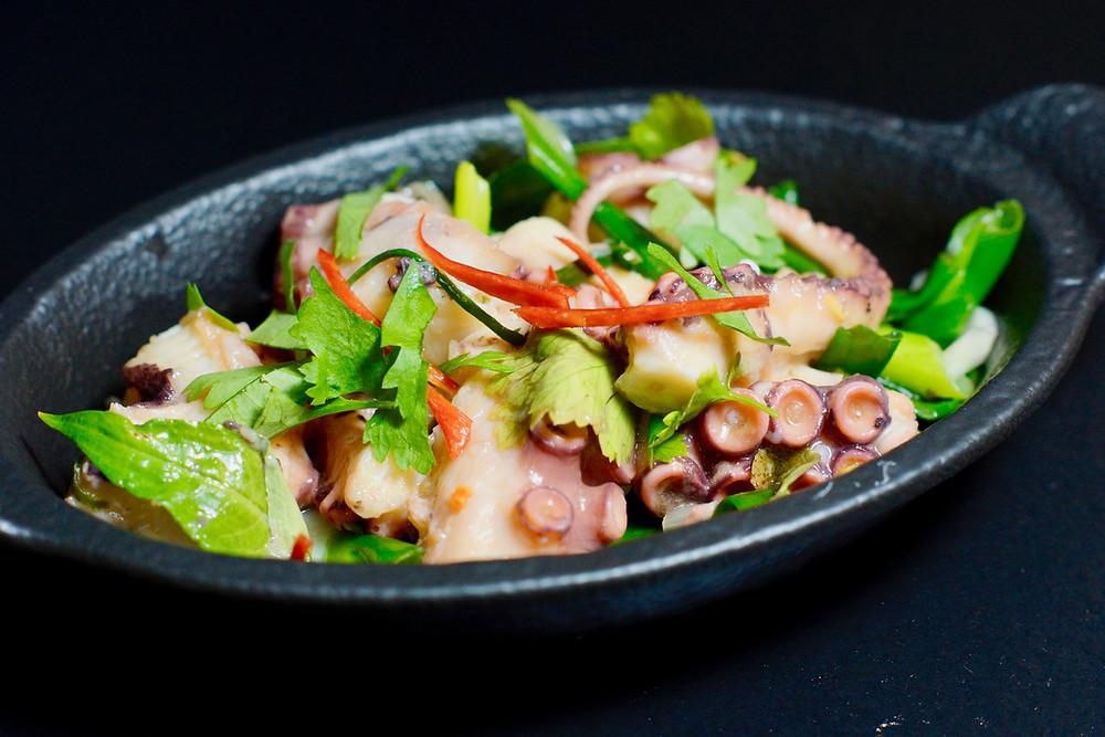 Vietnamesischer Oktopussalat - salad bạch tuộc