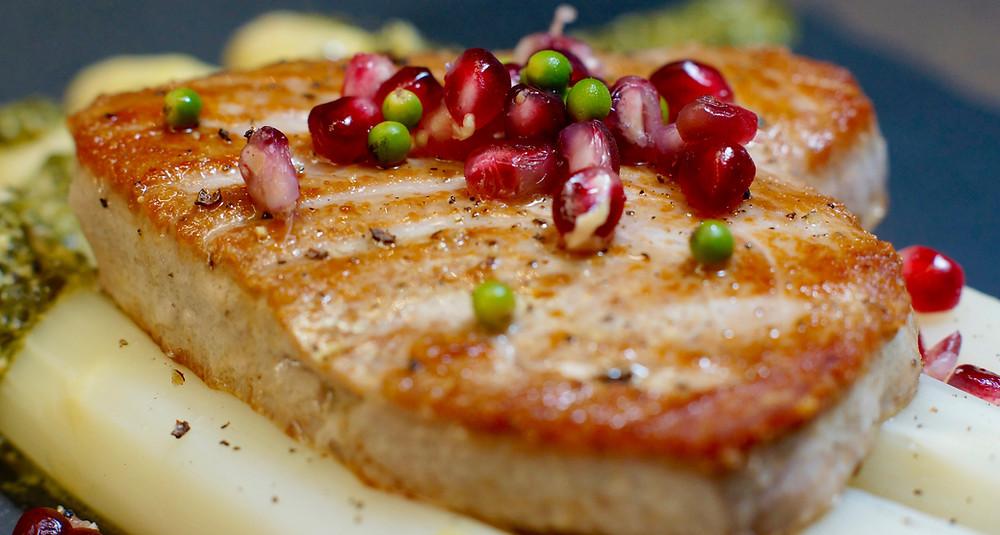 Thunfischsteak auf Spargel