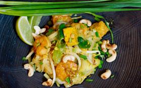 Pad Thai mit Tofu und Garnelen