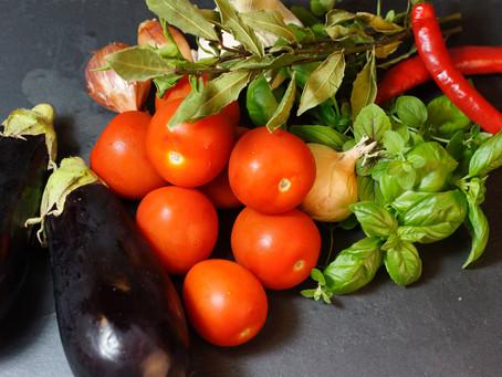 Aubergine Melanzane - überbackene Auberginen in Tomatensoße
