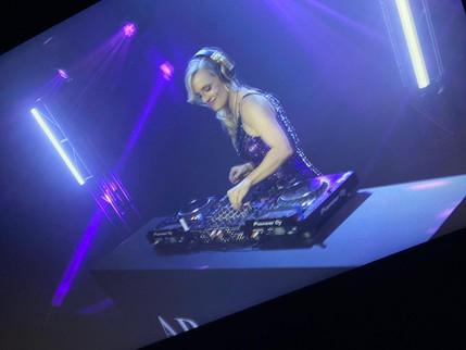 Cat Shell DJ