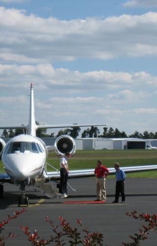 FBO Pilot Deplaning