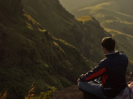 5 crystal reasons why being alone is not a bad thing at all!