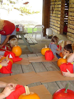 Goelzer's preschoolers have fun with arts and crafts in the barn