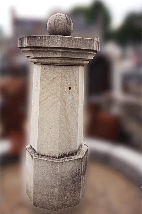 Klassiek fontein met kranen