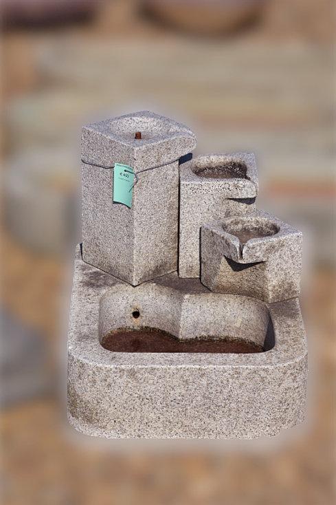 Fontein in graniet met overloop