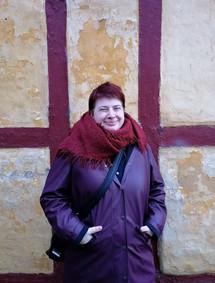 Bez pláštěnky ani ránu. Tady jsem v typické dánské pláštěnce, bez ní se v Dánsku neobejdu:) Vyfotila mě Francouzka Leslie Luda Noygues, která si teprve na Dánsko zvyká a má také svůj web, kam píše postřehy z dánské společnosti.