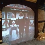 V jedné části expozice se dozvíte, jak žila středostavovská rodina. Můžete jim klást otázky: třeba jak fungovalo dánské školství nebo jaký byl rodinný život před mnoha lety.