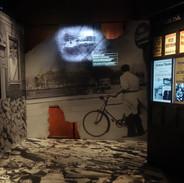 Jeden z mnoha výjevů, kde pochopíte, jak vypadalo rozbombardované město.