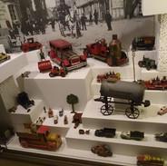 V jedné části skanzenu najdete i expozici o proměnách dětských hraček. S čím si hrály děti v 18. století a s čím si hrály v minulém století.