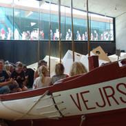 Muzeum Tirpitz navštěvuje denně spoustu lidí, takže počítejte i s tím, že si vystojíte frontu.