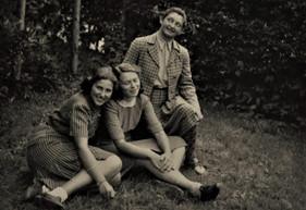"""Rozhodla jsem se, že vyhledám pamětníky a zeptám se jich, jak vzpomínají na předválečnou dobu a na několik let v Dánsku. Často mi říkali """"Kamarádi byli jako moje druhá rodina. Byli jsme daleko od domova, podporovali jsme se navzájem""""."""