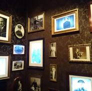 Stačí kliknout na jednotlivé fotografie a vyslechnete si příběhy konkrétních lidí z počátku minulého století.