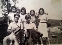 Mladí Čechoslováci v Dánsku. Tohle je jedna z mnoha fotografií, kterou jsem objevila při pátrání po osudech 80 mladých lidí, kteří odjeli z Prahy v roce 1939 a přečkali válku v Dánsku.
