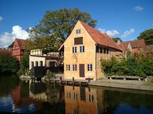 Městský skanzen v Aarhusu, což je druhé největší město Dánska. Jedním z mých oblíbených místech je městský skanzen Den Gamle By, kde uvidíte, jak se žilo ve městě ve středověku nebo před sto lety.