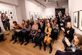 Audience in Leica