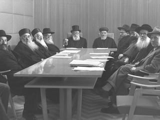 """סלידתו של הרמב""""ם מתארי הממסד הרבני - חלק ב"""