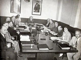 מבט אל העבר: ממשלה כמו רצועת גומי