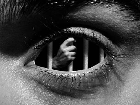 3 émotions que les psychopathes et les narcissiques utilisent pour manipuler les autres