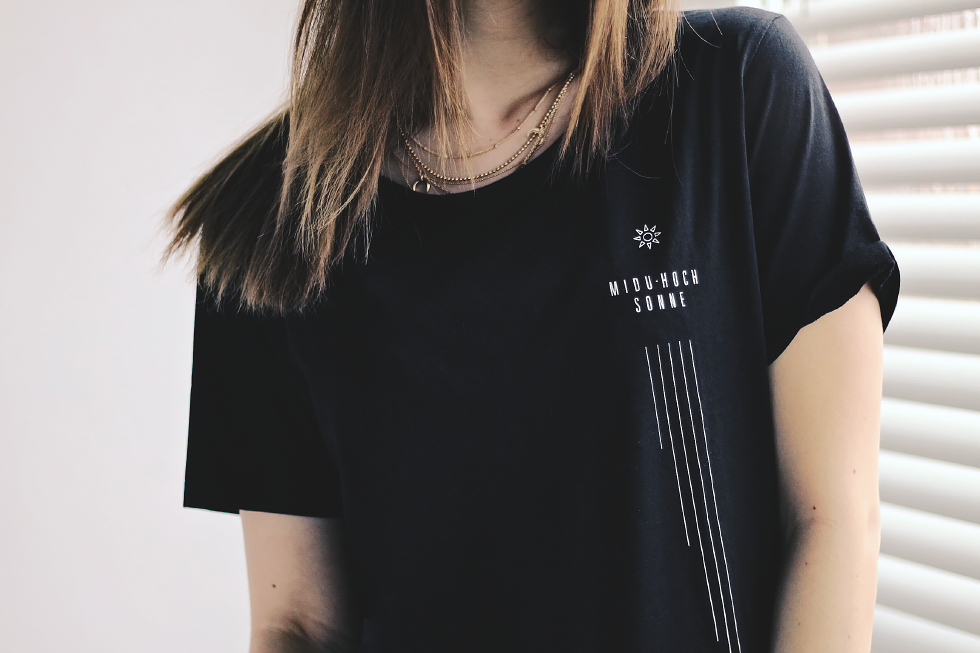 Midu Hoch streetwear clothing - Magdalena Hammes - Sonne t-shirt