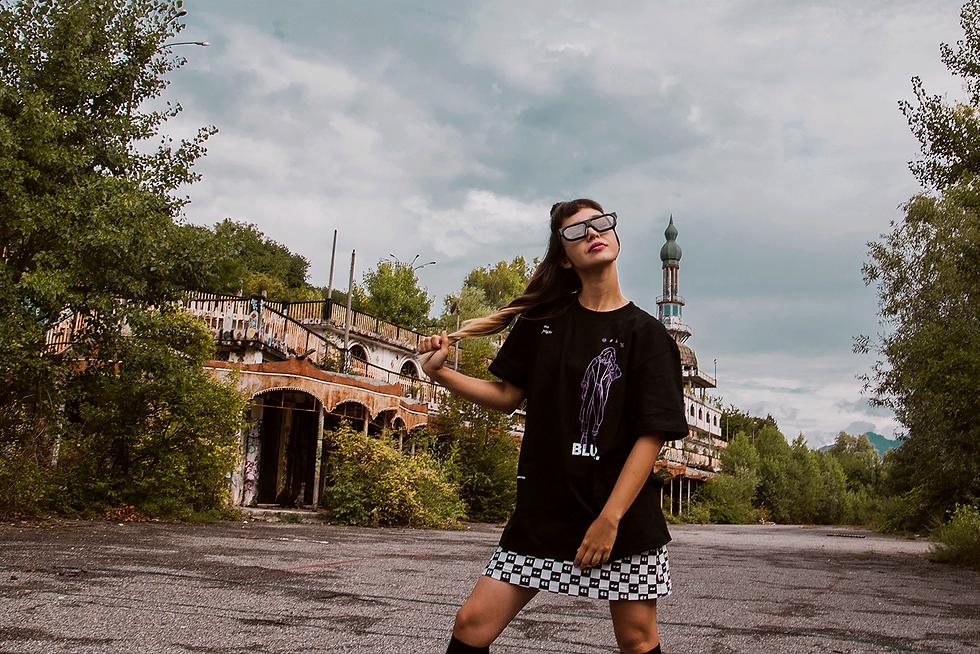 Midu Hoch streetwear clothing - Yannine - Blur tee