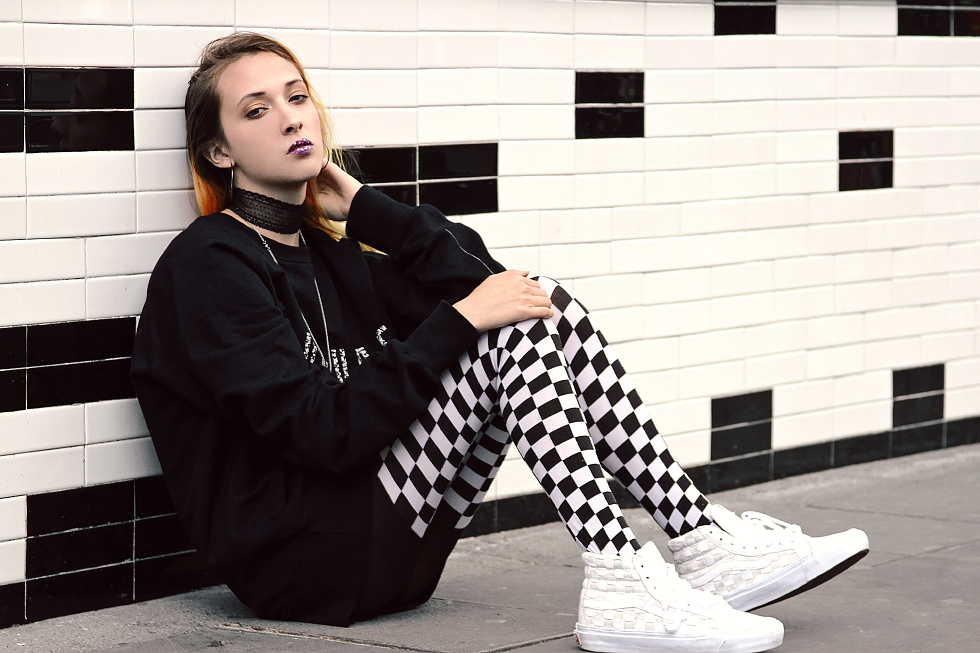 Midu Hoch streetwear clothing - Ximena Arrieta - Intimidate sweater