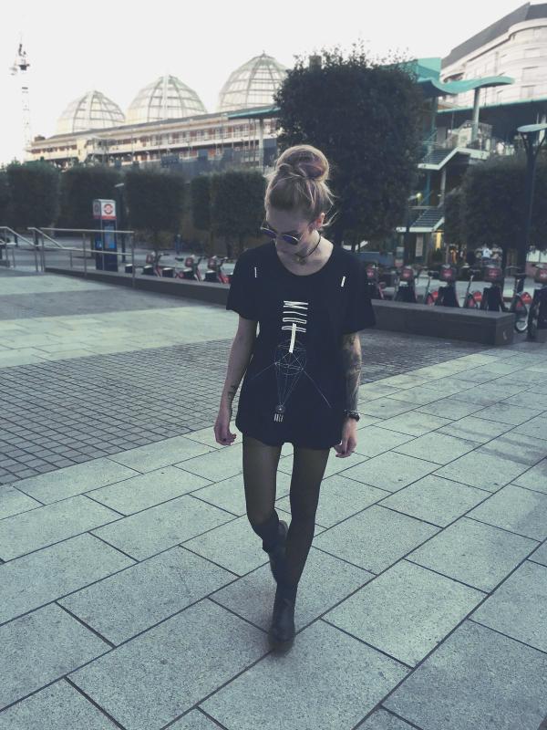 Midu Hoch streetwear clothing - Jessy Krefft - Lift t-shirt