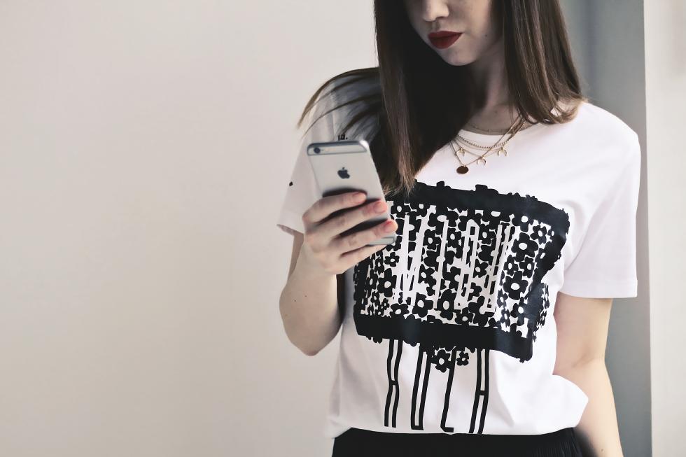Midu Hoch streetwear clothing - Magdalena Hammes - Floral t-shirt