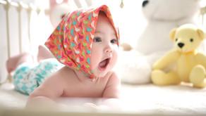 Conheça os cuidados que os pais devem ter com a pele do bebê no calor