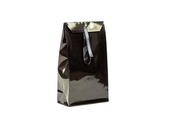 Pose lukket med bånd i silke incl. 2 sorte dåser