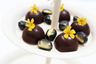 "Fyldte chokolader med karamel & ""Liquorice Drops with a touch of banana taste"""