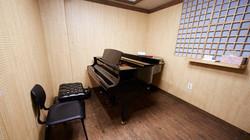 L type grand piano