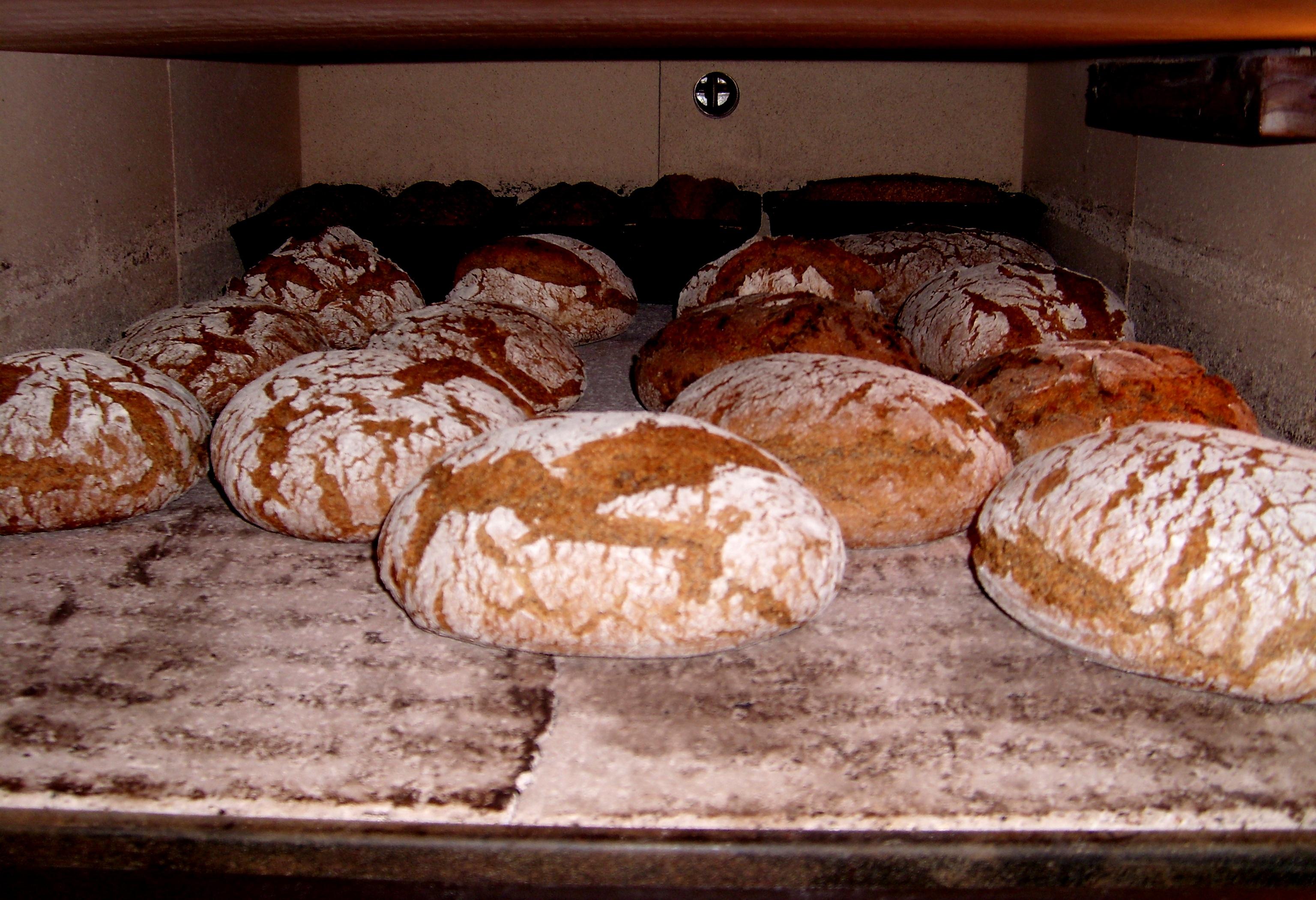 Brot im Steinbackofen
