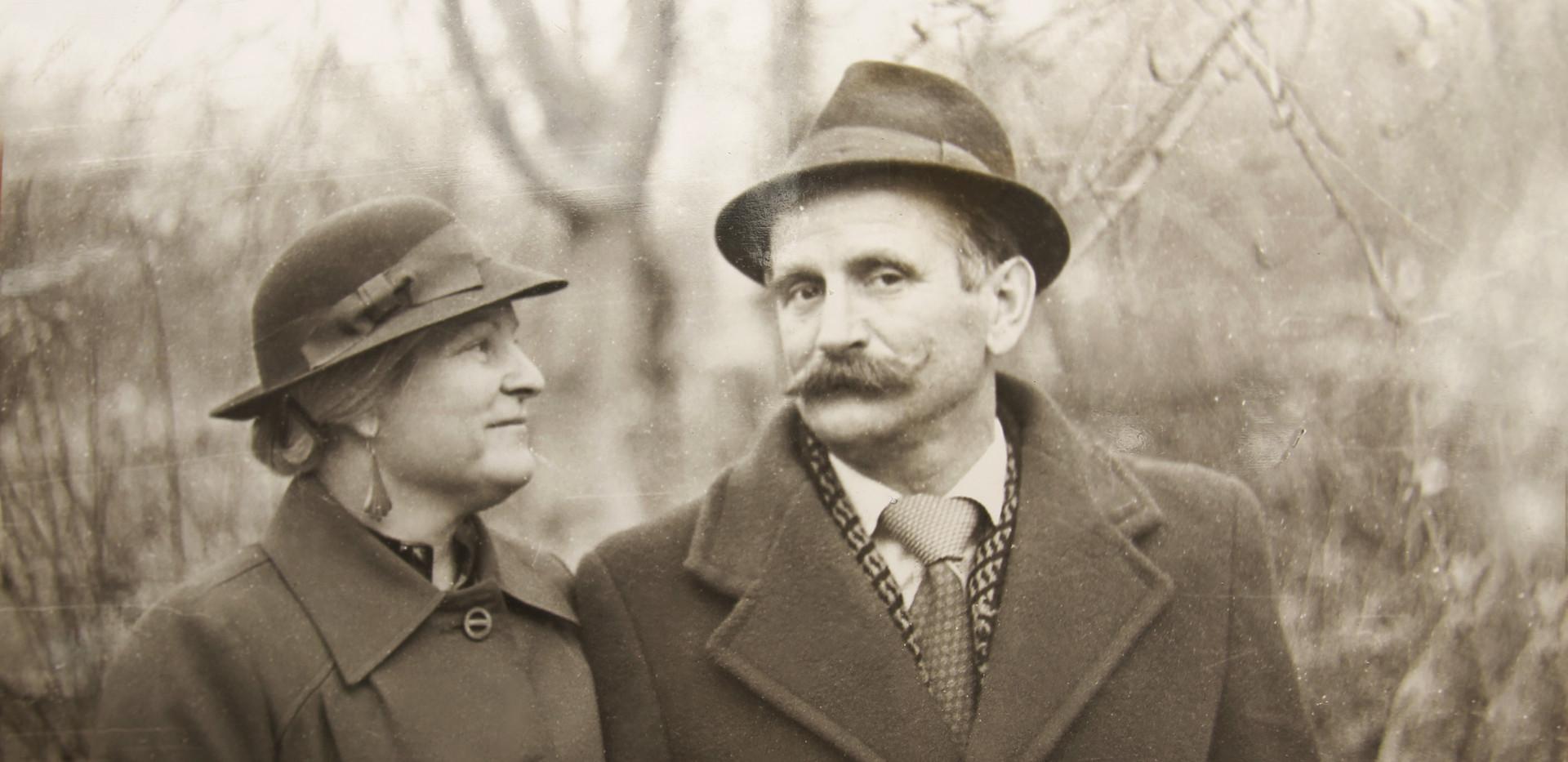 B & W Foto eines Paares,