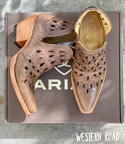 LADIES ARIAT DIXON BOOTS- STUDDED ASH BROWN