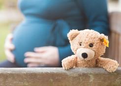 schwangerschaft-babybauch-teddy.jpg
