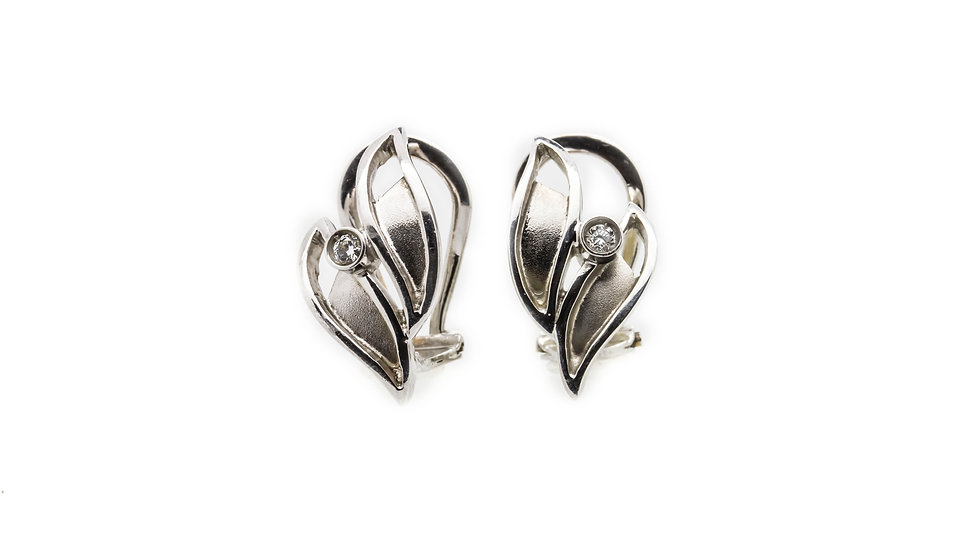 Double leaf shape 18ct white gold earings