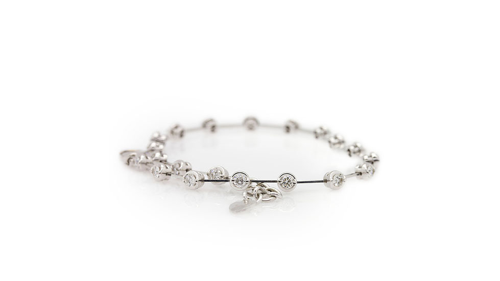 Modern tennis bracelet with round cut daimonds. A total weight of 1.40ct