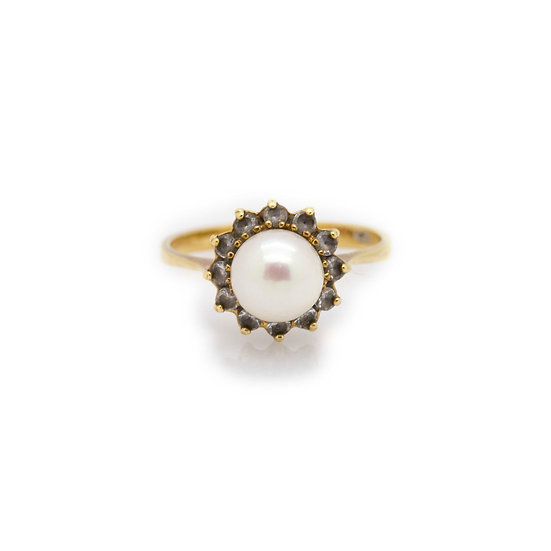18ct Pearl Ring view 1