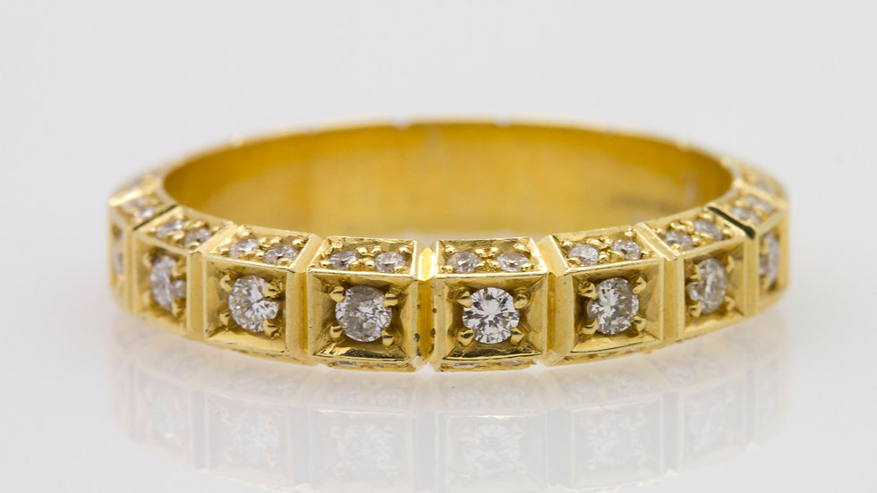 18ct Yellow Gold Band with Diamonds