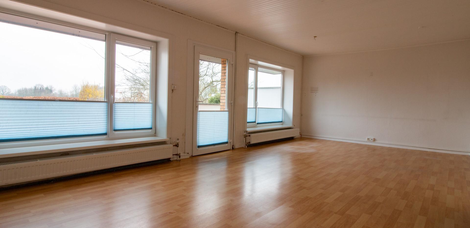 Großes Wohnzimmer / Büro EG