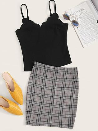 Conjunto de blusa lisa y falda cuadriculada