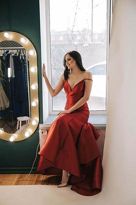 Платье темно-красное атласное