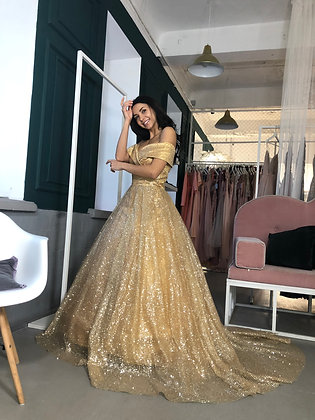 Платье пышное золотое